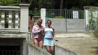 Le compre una piscina a mi mujer y la estreno con su mejor amiga.